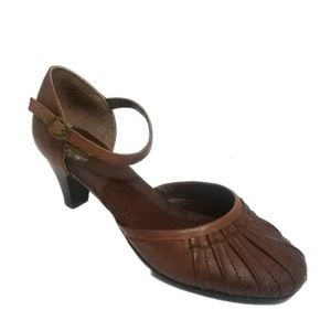 67b7dcd1ac94 Strictly Comfort Tan leather Mary Jane Heels 8.5